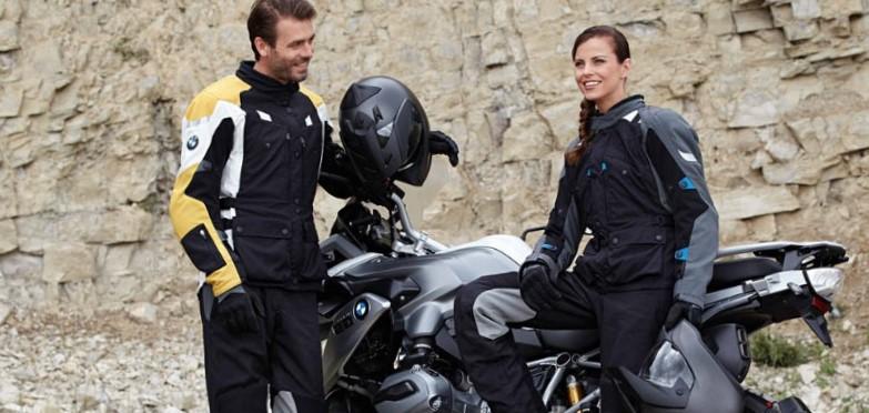 motoristas con moto y casco
